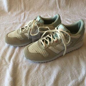 new concept 73d55 3cb35 adidas Shoes - Adidas originals women s ZX 700 W fashion sneaker